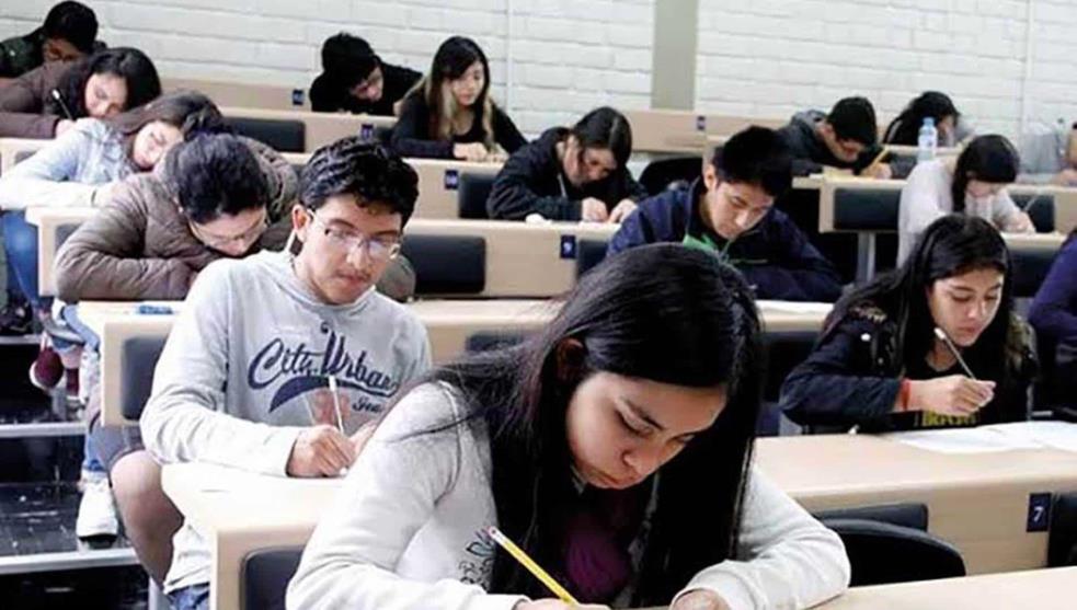 Estudiantes de Guatemala en sus pupitres
