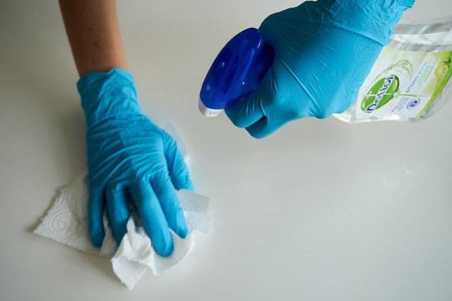 Conoce cómo te ayuda el alcohol isopropílico para limpiar