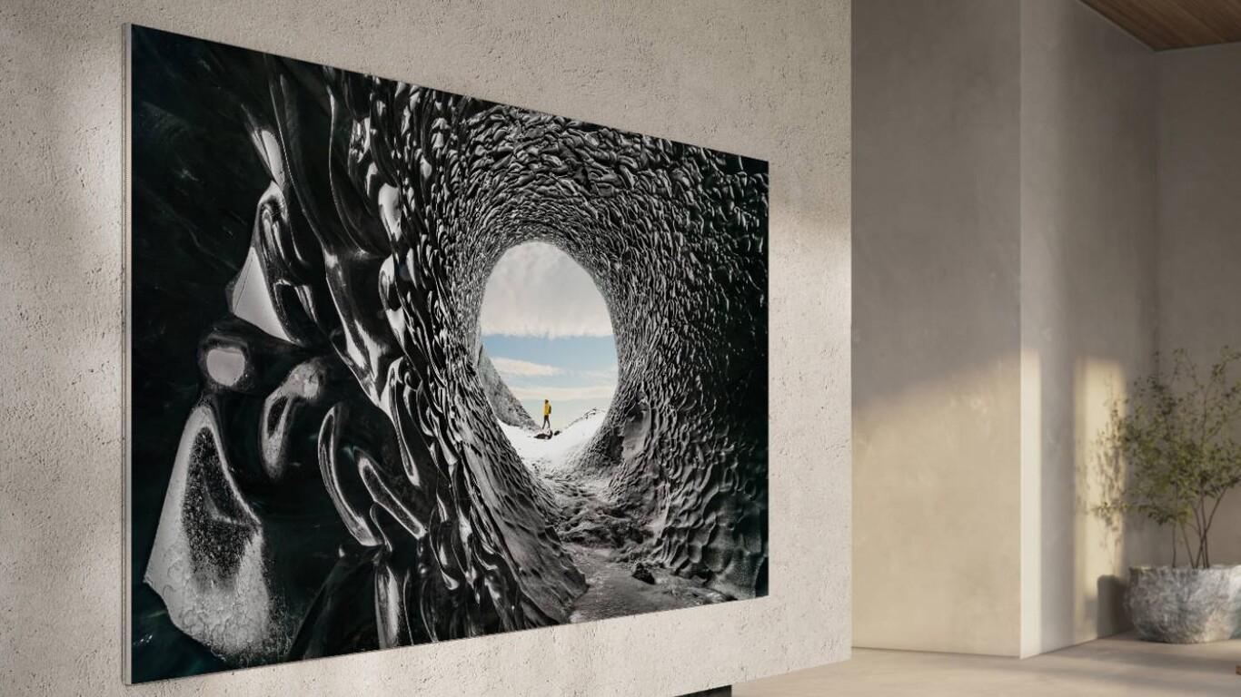 televisión plana en sala de estar