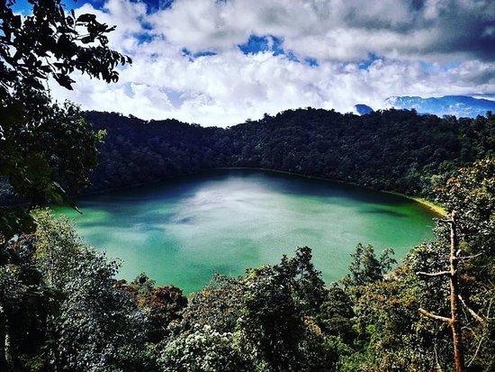 laguna del  volcán de chicabal