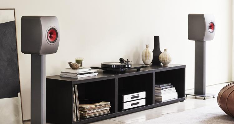 bocinas modernas en sala de estar