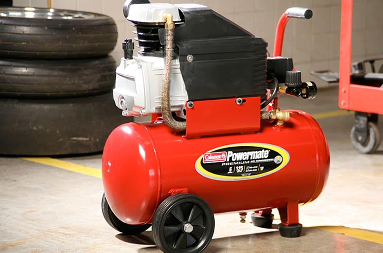 compresor de aire en un garage